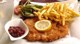 big-schnitzel-thursdays-at-lyndoch-hotel-in-the-barossa-valley